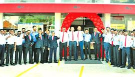 Staff of the new Nugegoda branch with the management of Chinese Dragon Café