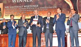 Lalith A.P. Wijetunge receives the 'IPM Lifetime Gold Award'.