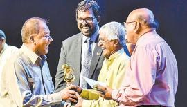 Here Dr Amunugama receiving the award from Prof. Sunil Ariyaratne.