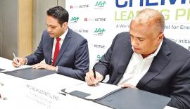 Managing Director of JAT Holdings Aelian Gunawardene (in red tie) and MAS Active CEO Chelan Goonetilleke sign the agreement.