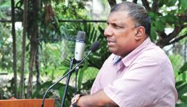 Aravinda de Silva addressing the assembly