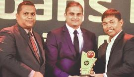 From left: Chandika Prasantha – Service Manager IT – Abans PLC, Chathura Jayawardane – General Manager – Abans PLC, and Romesh Kaluwitharana – Brand Ambassador – HP, with one of the awards.