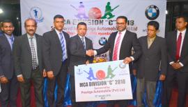 Director Sales Prestige Automobile Niranga Peiris hands over the sponsorship to President, MCA Roshan Iddamalgoda, also in the picture are Tharinda Kaluperuma Asst. Treasurer MCA, Nalin Wickremasinghe General Secretary MCA, Rohan Dissanayake VP MCA, Director Prestige Automobile Development Sujith Peiris and Head of Marketing Hyundai Shehan Fernando. Picture by Ranjith Asanka