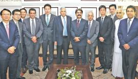 Prime Minister Ranil Wickremesinghe, Ministers Malik Samarawickrama, and Eran Wickramaratne with SWF officials.