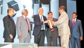 Director/CEO of Seylan Bank Kapila Ariyaratne receiving the award from  Prime Minister Ranil Wickremesinghe