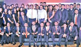 Seylan Bank's Director/CEO, Kapila Ariyaratne, Deputy General Manager Retail Banking, Tilan Wijeyesekera and Head of Marketing and Sales, Gamika de Silva with the winners.