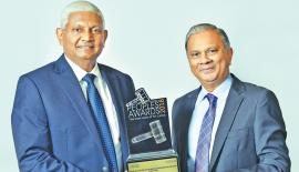 Ceylinco Life Managing Director/CEO R. Renganathan (left) and  the company's Director/Deputy CEO Thushara Ranasinghe with  the SLIM-Nielsen award