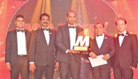 From left: Director, Tyre House Group, Gayan Fonseka, Working Director,  Tyre House Group, Rohan Peiris, Winner - Managing Director, Ravindra  Lanka Auto Services, Ravindra Premathilaka,  Managing Director, Tyre  House Group, Sunil Fonseka and chief guest Lenny H. K. Lee, Vice  President, Maxxis International, Taiwan.