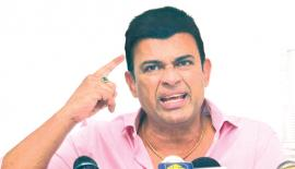 Ranjan Ramanayake grimaces at a Press conference questioning the upcoming cricket election  Pic:Saliya Rupasinghe