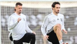 Germany's players train