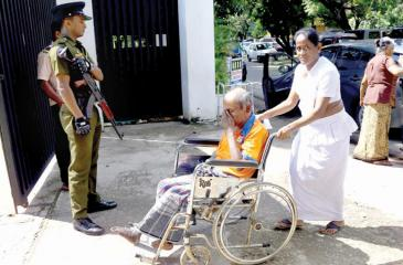 An elderly voter being wheeled into a polling station during  yesterday's (November 16) Presidential election.   (Pic by Sulochana  Gamage)