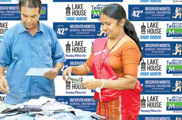 Editor in Chief of the Silumina Dharman Wickramaratne and head of Human Capital (ANCL) R. Amitha Kanthilatha selecting the winners of Most Popular Observer-Mobitel School Cricketer Readers Coupon No. 4 at the Sunday Observer editorial (Picture by Chinthaka Kumarasinghe)