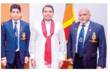 NSSF president Shirantha Peries (right) and secretary Pradeep Edirisinghe (left) with Minister of Sports Namal Rajapaksa