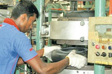 The manufacture of three-wheeler tyres at the DSI factory