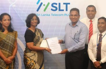 After signing the agreement: (from left) Company Secretary of CT Land Development, Ms. Charuni Gunawardana, Director of CT Land Development, Ms. Mignonne Perera, CEO, SLT, Kiththi Perera, General Manager, Western Province Central of SLT, Chethana Attanayake and Chief Sales and Regional Officer of SLT, Imantha Wijekoon.