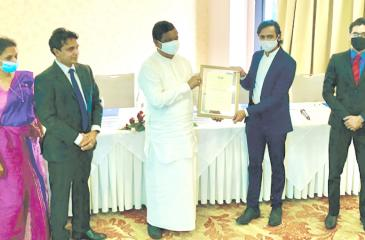 Minister of Trade Dr. Bandula Gunawardena presents the accreditation to Executive Director, The Sustainable Future Group, Faris Fausz. Looking on (from left) are: Director and CEO, Sri Lanka Accreditation Board, Chandrika Thilakaratne, Chairman, Sri Lanka Accreditation Board, Dr. Sampath Wahala and Assistant Manager, Sustainability Assurance and Advisory Services,The Sustainable Future Group, Sajeewa Ranasinghe.