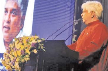 Arjuna Ranatunga speaks at his World Cup champion team's silver jubilee