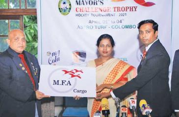 Commissioner Roshanie Dissanayake (Centre) receiving the sponsorship cheque from Lion Murad Amirdeen (left) (Director MFA Cargo). Mashanka Liyanage Director of Sports and Recreation is on the right