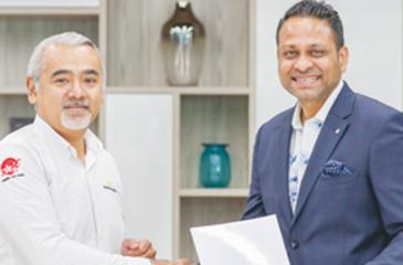 Brand Ambassador, SEA Kitchens, Dharshan Munidasa  with Managing Director, JAT Holdings, Aelian Gunawardene (on right).