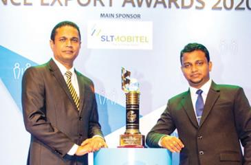 Royal Cashews Group Managing Director Dr. Ruwan Wathugala and New Product Development and Research Manager Ruwan Lahiru Danthanarayana with the Award.