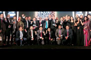 Singer's winning team