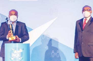 CEO, Dankotuwa Porcelain, Channa Gunawardana with the Gold award.