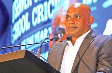 Sanath Jayasuriya addresses budding school cricketers at the Observer-SLT Mobitel Cricketer Awards