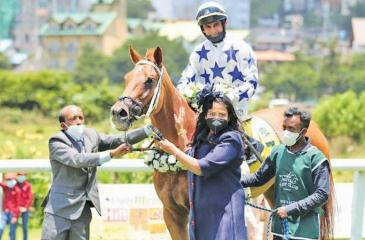 The winner Alcazaba with jockey Chinoy and trainer SD Mahesh with its Edwards Stables owner