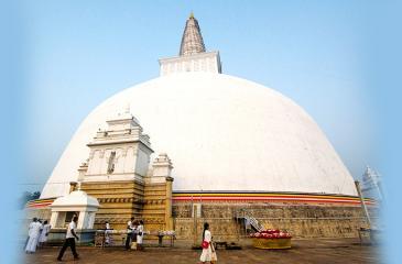 The mesmerising view of the Ruwanweli Seya at Anuradhapura