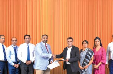 CEO, Asiri Hospitals, Dr. Manjula Karunarathne (seventh from right) presents the partnership agreement to CEO, Allianz Insurance, Gany Subramaniam.