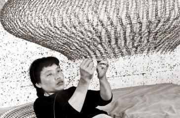 Portrait of Ruth Asawa forming a looped-wire sculpture, 1957. Photo by Imogen Cunningham. © 2019 Imogen Cunningham Trust. Courtesy of the Imogen Cunningham Trust