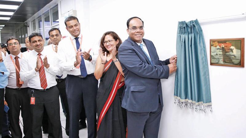 Hutch CEO Thirukumar Nadarasa flanked by other officials of the company unveils the new NFV facility at Walpola, Ragama. Pic: Vimal Karunatilleke