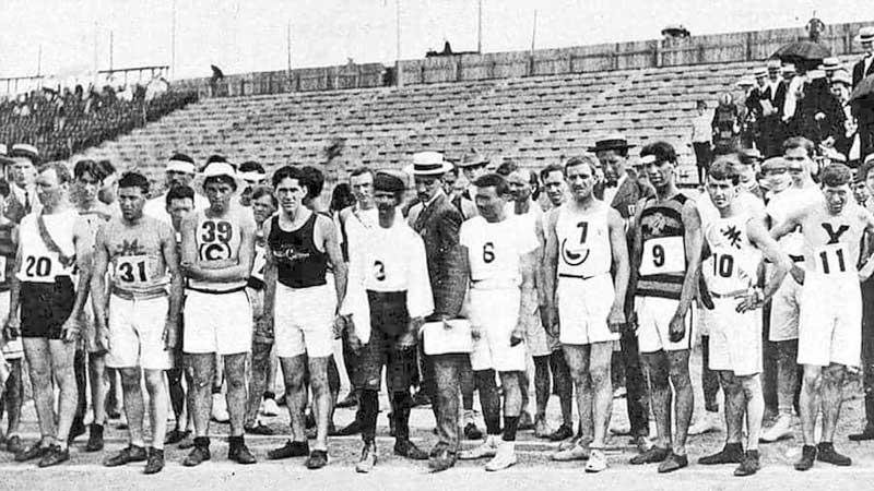A close photograph of the Marathon runners awaiting the start