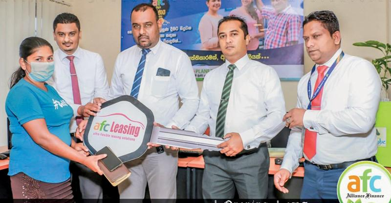 Regional Head Mr. Suranjith Ahangama and Head of gold loan Mr. Surendra Rodrigo in the presence of Branch Manager and Senior Management of Alliance Finance and distinguished guests.