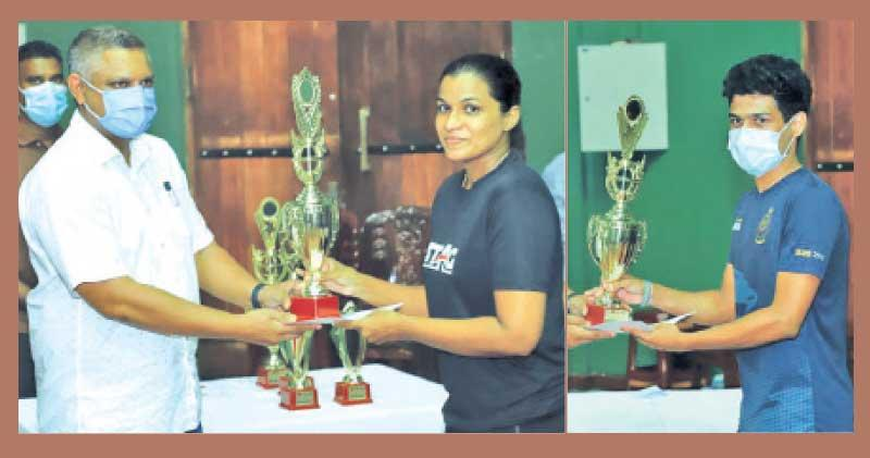 Women's champion Ishara Madurangi receiving the trophy from State Minister Kanaka Hearth the TTASL President-Men's champion Supuna Warusavithana receiving the trophy