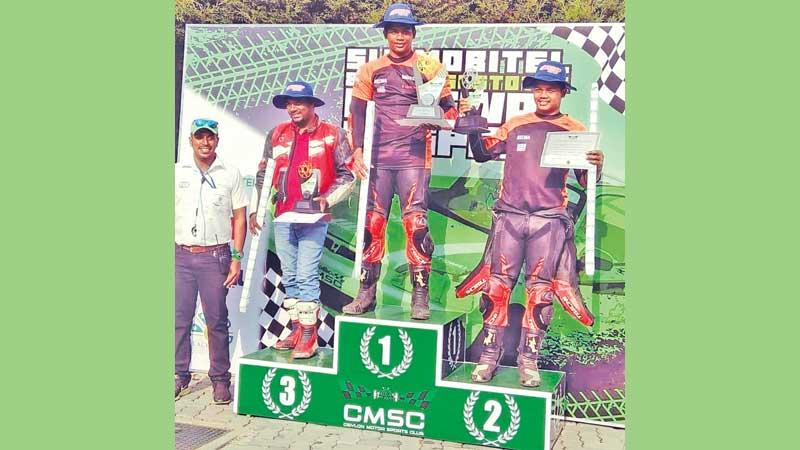 The fastest rider at the Mahagastota Hill Climb last Sunday Jaden Gunewardena and his brother Aaron (right) first runner-up and second runner-up W.M. Sudara (left)
