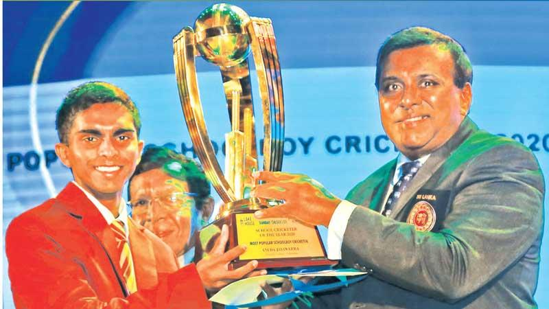Observer SLT Mobitel Most Popular Schoolboy Cricketer of the Year 2020 - Anuda Jayaweera of Ananda College, Colombo receives his trophy presented by the Sunday Observer Editor-in-Chief Dinesh Weerawansa