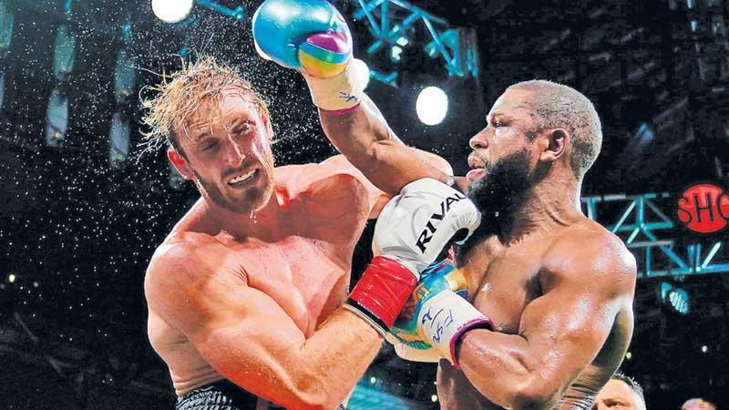 Floyd Mayweather (right) fights Logan Paul