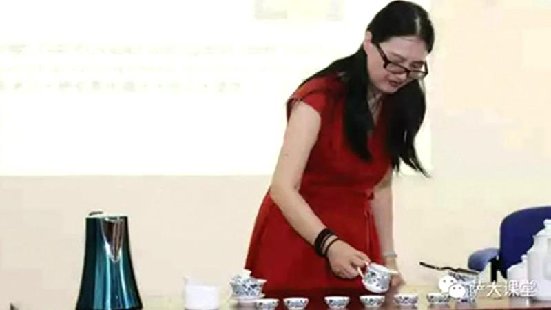 Professor Chen CaiLan showing the art of Chinese tea