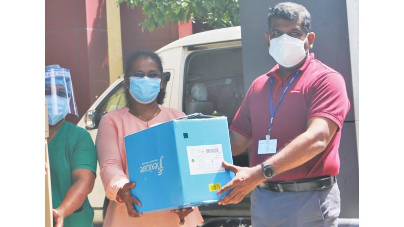 Group HR and Admin Manager Rohana Wijesooriya and – Group Talent Development Manager, Dimuth Liyanagama present ventilation machines to Deputy Director of Nagoda General Hospital, Dr. Chintha Gunarathna.