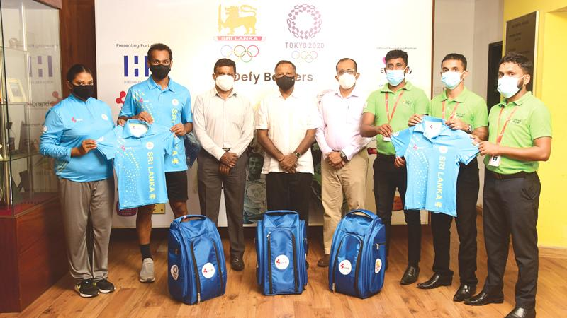 Brandix and National Olympic Committee officials with the Sri Lanka Olympic team
