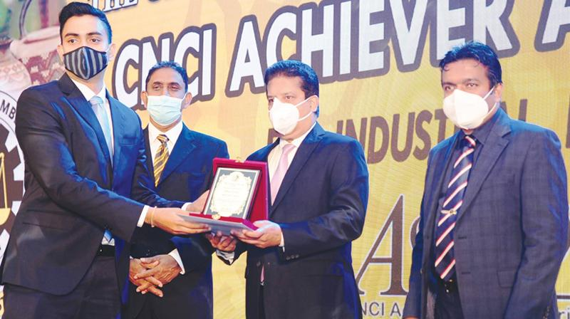 Director, Sithara Limited, Chayanka Wickremesinghe receives the award from CEO/Director, DFCC Bank, Lakshman Silva.