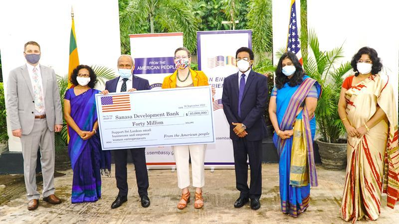 At the presentation of the loan: CEO of SDB bank, Thilak Piyadigama, US Ambassador to Sri Lanka, Alaina B. Teplitz and officials of SDB bank and the US Embassy Sri Lanka.